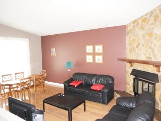 6 BR Single House Besides C-Train and U of C - Calgary vacation rentals
