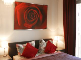 City Central Apartment Deluxe Checkpoint Charlie - Berlin vacation rentals