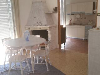 Romantic 1 bedroom Scauri Apartment with Internet Access - Scauri vacation rentals