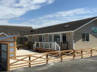 Burlap & Grain Studio Coastal Cottage - Ocean Shores vacation rentals
