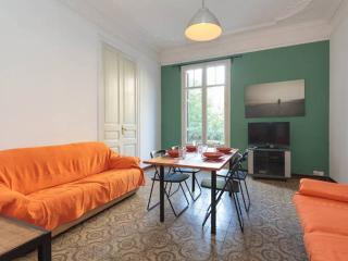 SUPERB FLAT OF 3 ROOMS in the center of the GAUDI´ - Barcelona vacation rentals