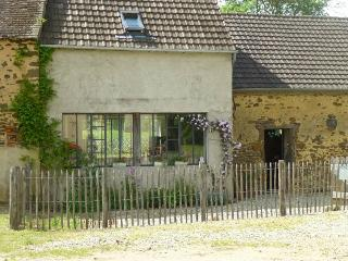 Charming Gite with Wireless Internet and Outdoor Dining Area - Le Mans vacation rentals