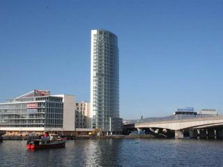 FABULOUS 2 BED 15th FLOOR LUXURY APARTMENT - Belfast vacation rentals