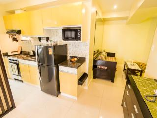 1 Bedroom Cebu iT Park, City & Mountain views - Cebu City vacation rentals