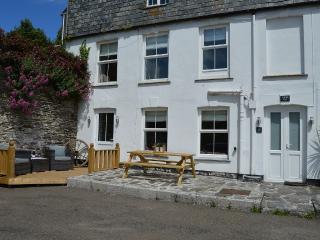 Idyllic Cornish Bolt Hole, Beautifully Refurbished - Portmellon Cove vacation rentals