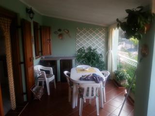 Appartamento sito al piano1° con vista sul mare - Tanaunella vacation rentals