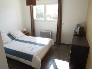 Chambre privée dans village typique catalan - Saint-Hippolyte vacation rentals