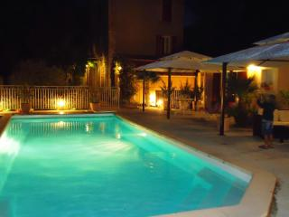 Bright 3 bedroom Les Mees Bed and Breakfast with Internet Access - Les Mees vacation rentals