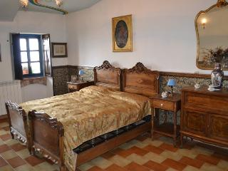2 bedroom Bed and Breakfast with Internet Access in Belvedere Langhe - Belvedere Langhe vacation rentals