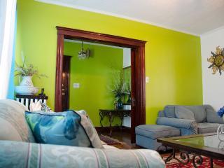 Adorable 2 Bedroom Apartment in Boston - Boston vacation rentals