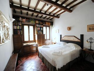 Comfortable 1 bedroom Florence Apartment with Internet Access - Florence vacation rentals