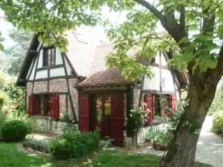 Romantic 1 bedroom Bed and Breakfast in Moret-sur-Loing - Moret-sur-Loing vacation rentals