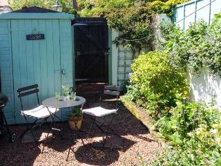 BRINDLE COTTAGE, pet-friendly, near to amenities, woodburner, WiFi, enclosed garden, in Hunmanby, Ref. 28153 - Hunmanby vacation rentals