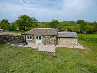 BECKSIDE COTTAGE, detached, all ground floor, woodburner, hot tub, in Skipton, Ref 906996 - Cowling vacation rentals