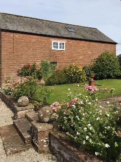THE ANNEX - EDEN HOUSE, studio accommodation, private patio, off road parking, walks in the area, near Penrith, Ref.925449 - Penrith vacation rentals