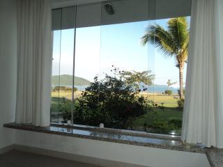 Excelente apto térreo a 40 m de praia particular - Angra Dos Reis vacation rentals
