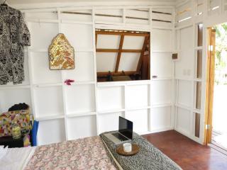 Lovely 1 bedroom Arorangi Beach hut with Balcony - Arorangi vacation rentals