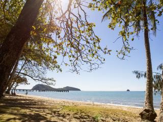 3 bedroom Condo with A/C in Palm Cove - Palm Cove vacation rentals