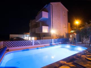 Bol apartment for 4 (1.4) - Bol vacation rentals