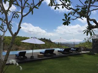 5 bd Uluwatu ocean view, infinty pool,kid friendly - Jimbaran vacation rentals