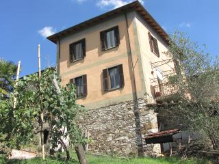 Ca' Giulietto in lunigiana vicino alle 5 terre - Pontremoli vacation rentals