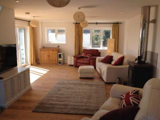 Comfortable 4 bedroom Selsey House with Deck - Selsey vacation rentals