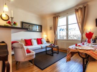 Parisian Apartment with Eiffel Tower View - Paris vacation rentals