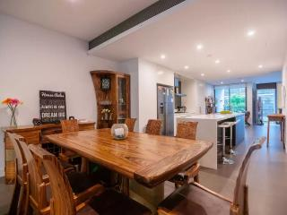 Huge Luxury 3br House w/parking near CBD - Sydney vacation rentals
