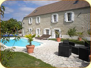 Le Clos des Feuillantines grand gîte avec piscine - Ancy-le-Franc vacation rentals