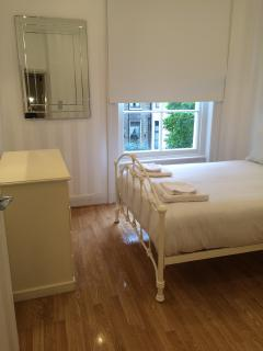 1 Bedroom Flat with a Garden View - London vacation rentals