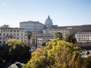 Big apart in front of St Peter with view on Dome - Rome vacation rentals