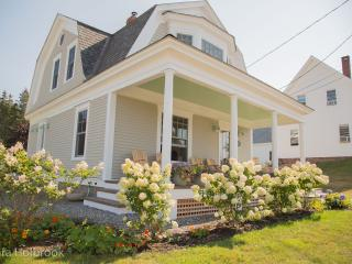 Sea Cove Cottage: Steve Thomas's Old House! - Port Clyde vacation rentals