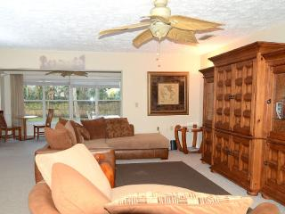 Cozy House in Crystal River with A/C, sleeps 4 - Crystal River vacation rentals
