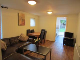 6 Bedroom House in Stratford - London vacation rentals