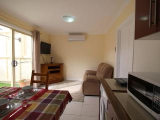 Garden Cottage Relocations/ holidays /family visit - Port Noarlunga vacation rentals