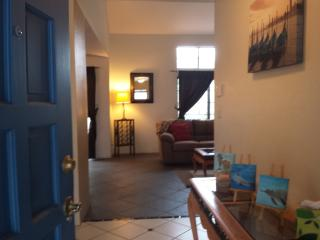 Charming Central Townhouse, near Arizona Inn & UMC - Tucson vacation rentals