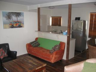 4 bedroom Condo with A/C in Tannum Sands - Tannum Sands vacation rentals
