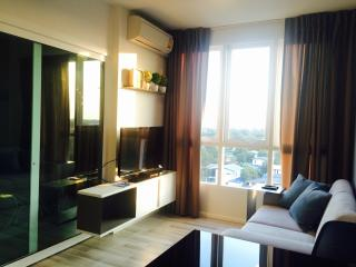 200m to BTS, Cozy1BR, hi speed wifi, quiet area - Bangkok vacation rentals