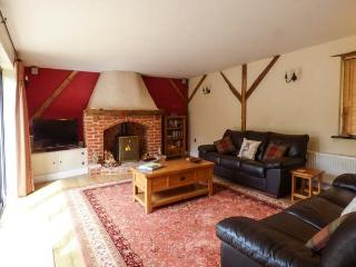 NUMBER ONE RICHMOND CHURCH BARNS, pets welcome, en-suite, in Saham Toney, Ref. 927272 - Saham Toney vacation rentals