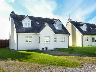 SEAGAZE, detached, ground floor bedrooms, large lawned garden, short walk to beach, Youghal, Ref 927782 - Northern Ireland vacation rentals