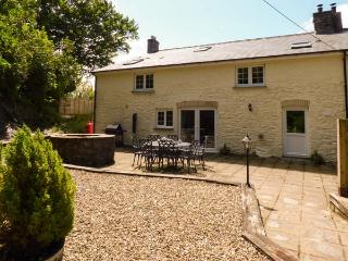 PENUWCH FACH, open fire, woodburner, enclosed garden, pet-friendly, near Aberystwyth, Ref 925459 - Aberystwyth vacation rentals