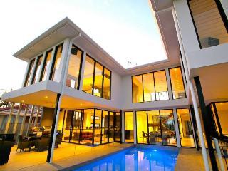 5 bedroom House with Internet Access in Broadbeach - Broadbeach vacation rentals