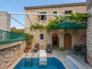 Rural, stone, 3 bedroom villa with private pool. - Prines vacation rentals
