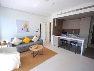 Modern 1 Bedroom Apartment in West Avenue - Dubai vacation rentals