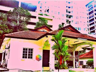Tropical Living in an Urban Oasis. Backpackers 107 - Petaling Jaya vacation rentals