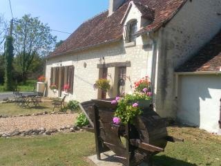 La Confiance, Traditional Stone Cottage - Azay-le-Ferron vacation rentals