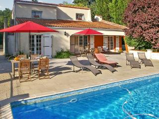 Spacious villa with pool, large garden - Dompierre sur Charente vacation rentals