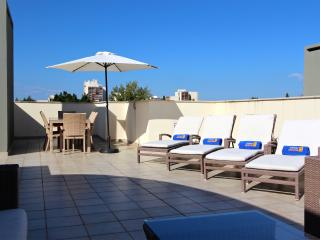 2 Bed w/ private roof terrace in Marina (ref 88) - Vilamoura vacation rentals