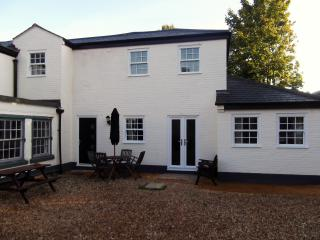 Beautiful 3 bedroom Saint Neots House with Internet Access - Saint Neots vacation rentals