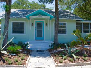Perfect 2 bedroom Bungalow in Gulfport - Gulfport vacation rentals